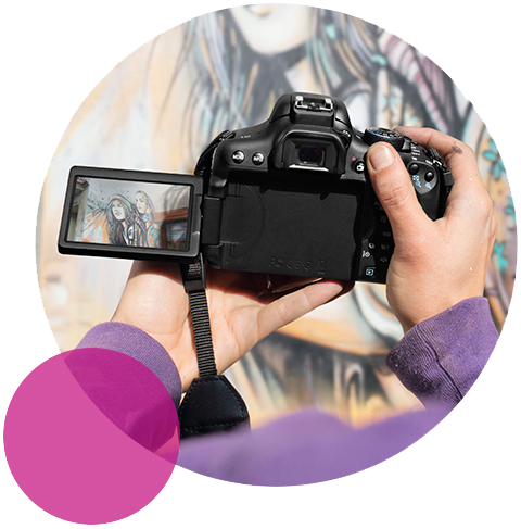 Moveable screen for creative framing  Explore creative shooting angles and enjoy simple and intuitive access to controls using the 3.0